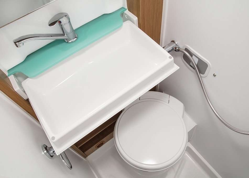 interior Auto Trail vline 635 bathroom