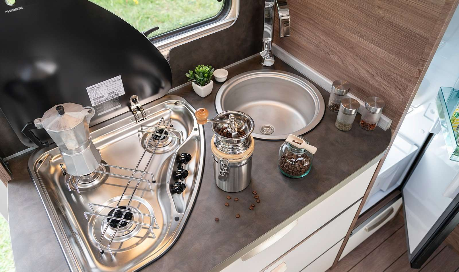 Knaus Live i 650 MEG kitchen