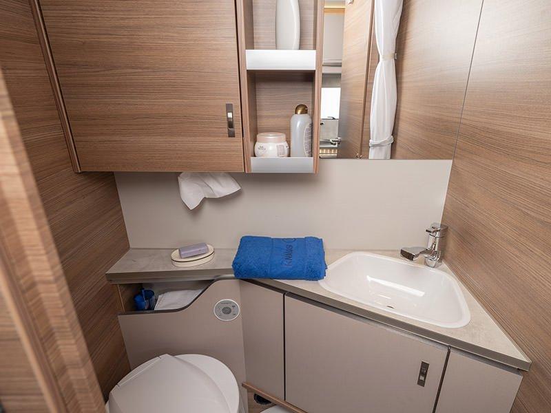 Knaus Sport 450 bathroom